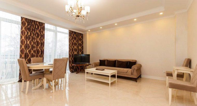 Apartament de închiriat într-o casă de clasă confort în centrul Chișinăului 119 mp m.