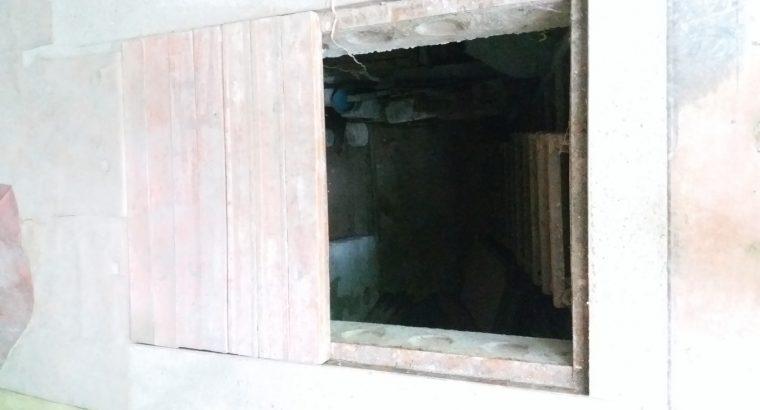Un garaj de vânzare.
