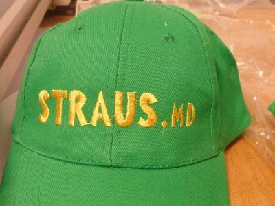вышивка на кепках логотипов и слоганов broderie