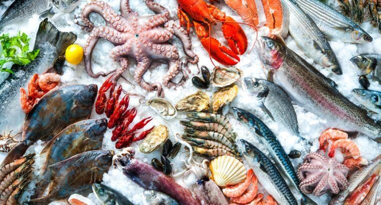 Lucru la prelucrarea peștelui și fructelor de mare