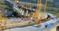Muncitori la construcție poduri, autostrăzi