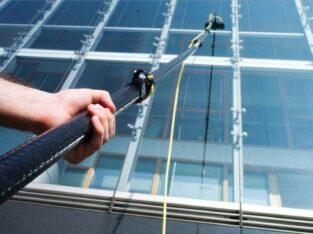 Spălarea ferestrelor și vitrinelor