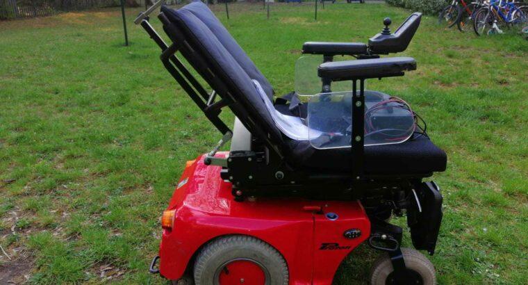 инвалидная коляска с электро приводом.